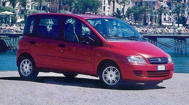 """Wyjątkowo odważny i kontrowersyjny styl Multipli to już przeszłość. Fiat zaczyna """"poważną"""" rywalizację w segmencie kompaktowych minivanów. /Motor"""