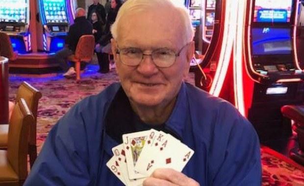 Wyjątkowo szczęśliwy emeryt: Jego żona pozbyła się raka, a dzień później wygrał w kasynie