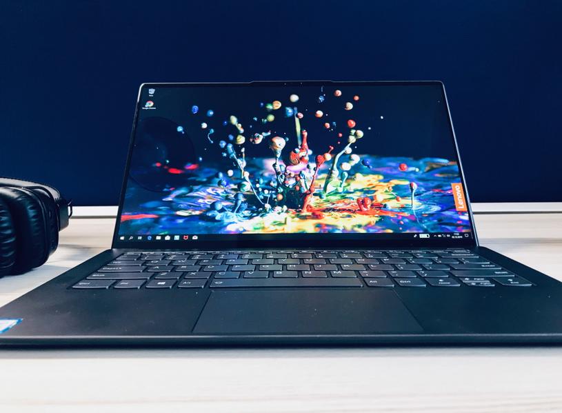 Wyjątkowy ekran sprawia, że Lenovo Yoga S940 to laptop nie tylko do pracy, lecz także do rozrywki /INTERIA.PL