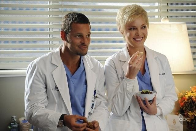 Wyjazd lekarki położył kres szczęściu Izzie i Alexa. A mogło być tak pięknie... /materiały prasowe