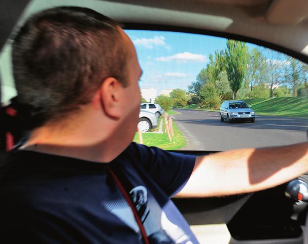 wyjazd z bocznej drogi /Motor