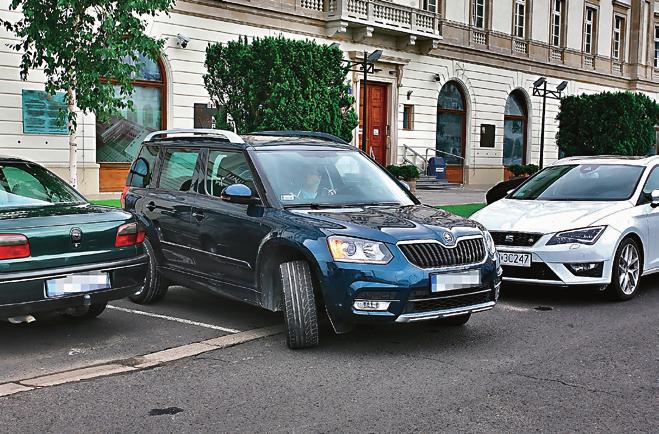wyjazd z miejsca parkingowego /Motor