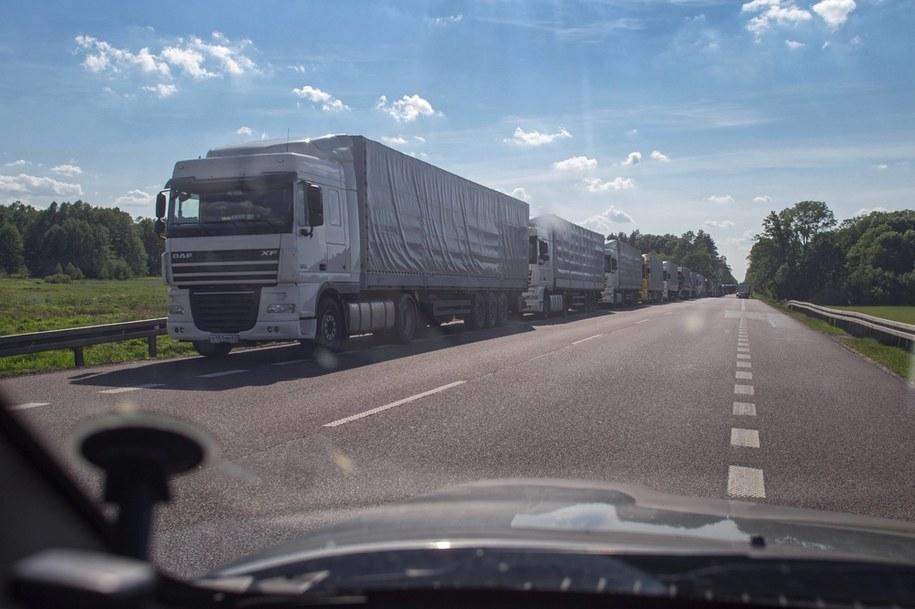 Wyjazdy na długi, czerwcowy weekend w towarzystwie... ciężarówek. Zdjęcie ilustracyjne /Wojtek Jargiło /PAP