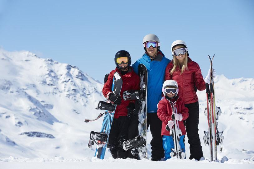 Wyjeżdżając na narty warto się ubezpieczyć /123RF/PICSEL