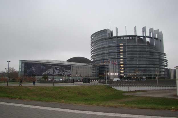 Wyjeżdżając ze Strasbourga mijamy nowoczesne siedziby instytucji Unii Europejskiej /INTERIA.PL