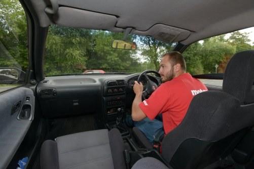 Wyjeżdżanie z drogi podporządkowanej /Motor