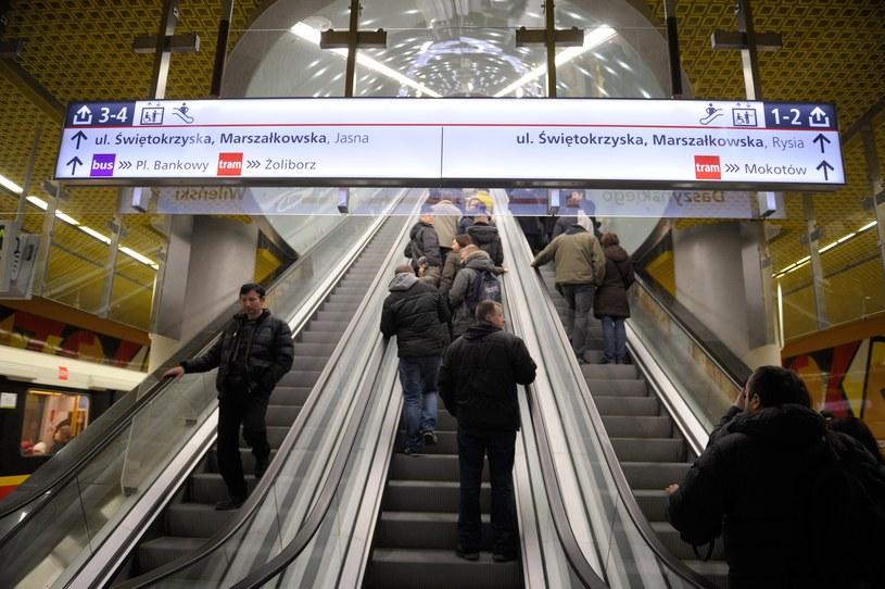 Wyjście z warszawskiego metra, zdj. ilustracyjne /Boleslaw Waledziak /Reporter