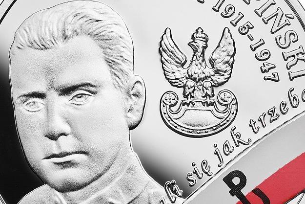 """Wyklęci przez komunistów żołnierze niezłomni - Henryk Glapiński """"Klinga"""", detal rewersu /NBP"""
