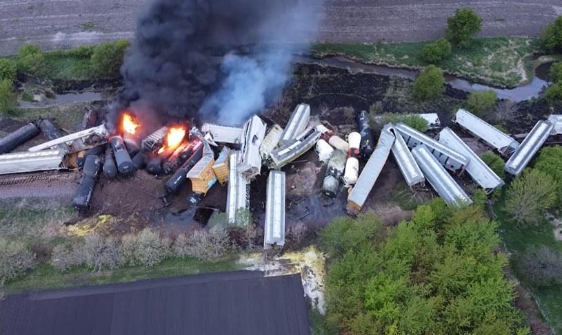 Wykoleiło się 47 wagonów-cystern przewożących chemikalia i nawóz /Nathan Minten /facebook.com