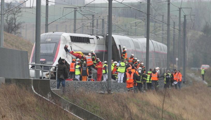 Wykolejony pociąg TGV /JEAN-MARC LOOS /PAP/EPA