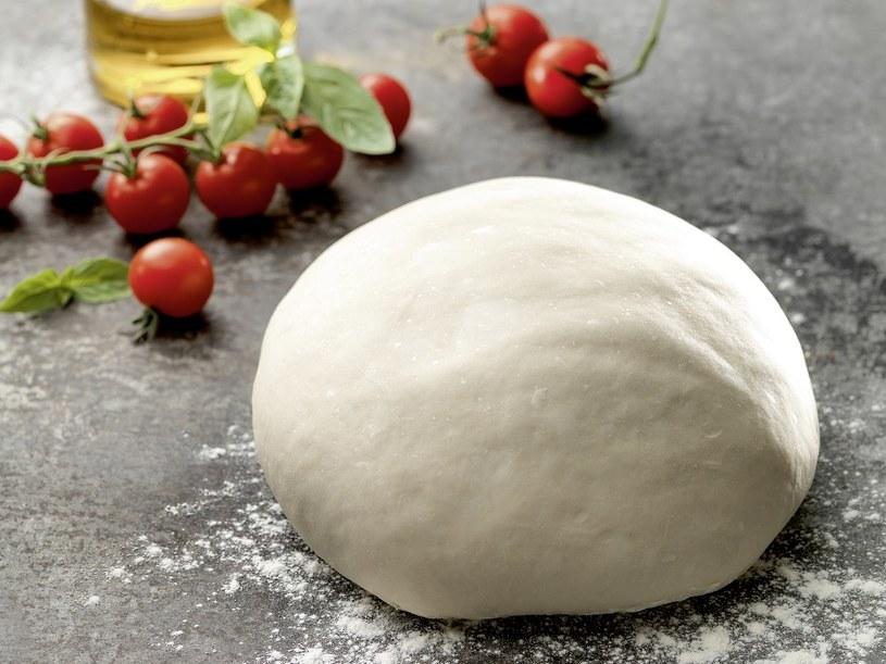 Wykonanie ciasta na pizzę jest bardzo łatwe /materiały prasowe