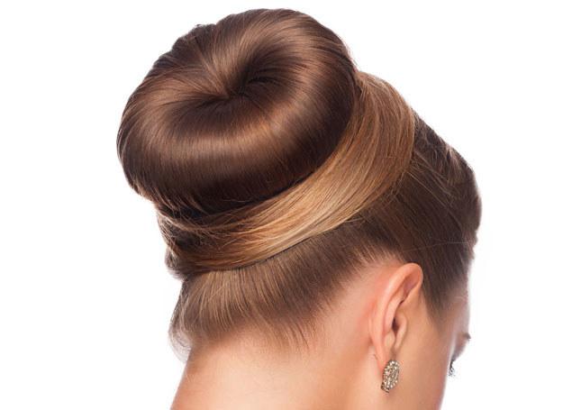 Wykonanie takiej fryzury wcale nie jest trudne /123RF/PICSEL