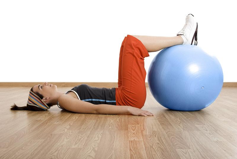Wykonuj to ćwiczenie dokładnie i powoli  /© Panthermedia