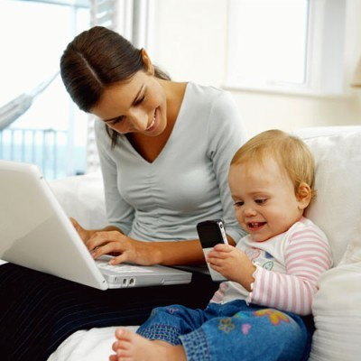 Wykonywanie pracy nie powinno uniemożliwiać osobistej opieki nad dzieckiem /© Bauer