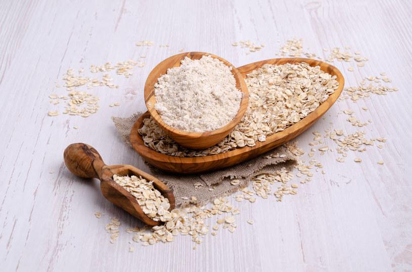 Wykorzystaj mąkę owsianą w kuchni /123RF/PICSEL