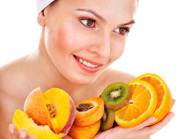 Wykorzystaj moc owoców dostępną latem dla swojej skóry. /123RF/PICSEL