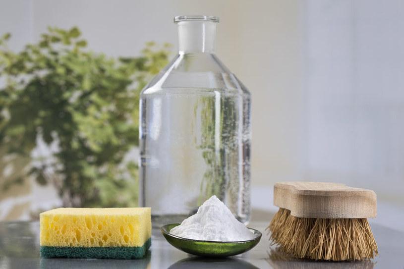 Wykorzystaj ocet w domowych porządkach /©123RF/PICSEL