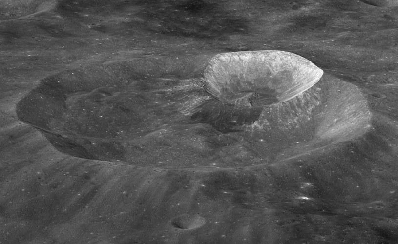 Wykorzystanie księżycowej wody może być kluczowe dla przyszłych misji kosmicznych /NASA