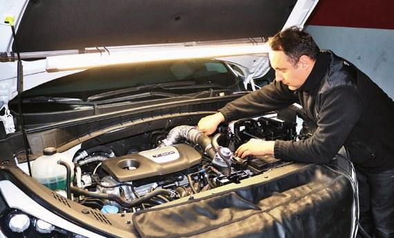 Wykwalifikowany montażysta LPG najlepiej oceni stan samochodu z instalacją. /Motor