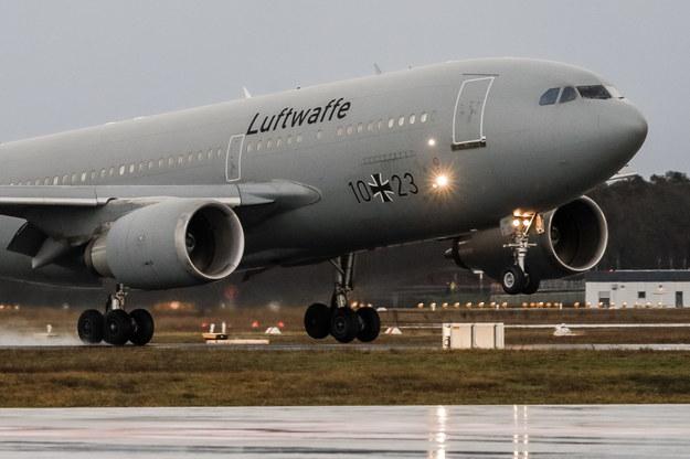 Wylądował samolot z ponad 120 ewakuowanymi z Wuhanu /Felipe Trueba /PAP/EPA
