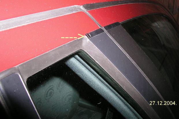 Wyłamana listwa w czasie mycia pojazdu / Kliknij /INTERIA.PL