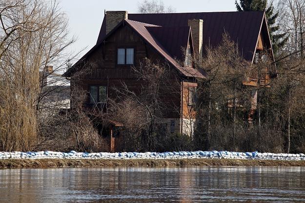 Wylanie rzeki Nurzec spowodowało lokalne podtopienia w Ciechanowcu /fot. Artur Reszko /PAP