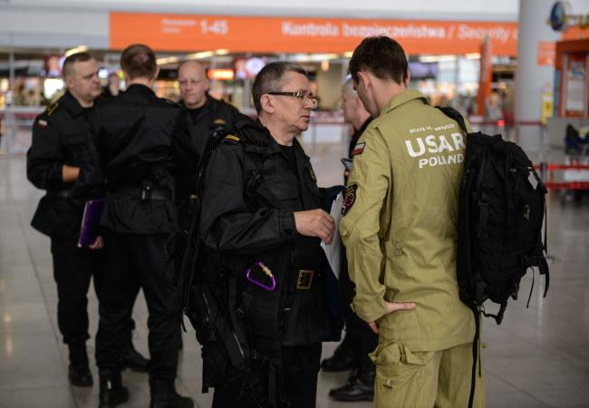 Wylot samolotu ze strażakami opóźnił się o kilkanaście godzin /Jakub Kamiński   /PAP