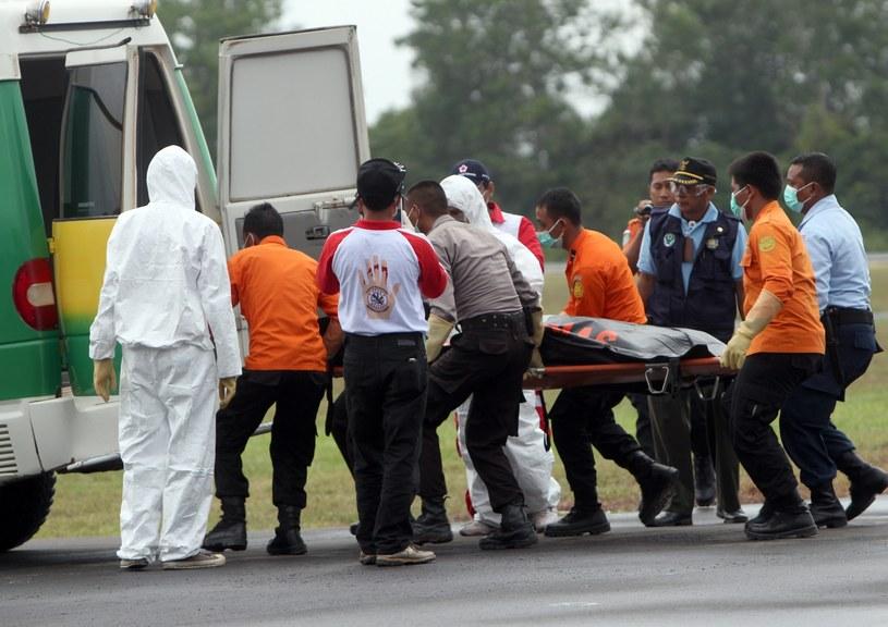 Wyłowiono 31 ciał ofiar katastrofy /PAP/EPA