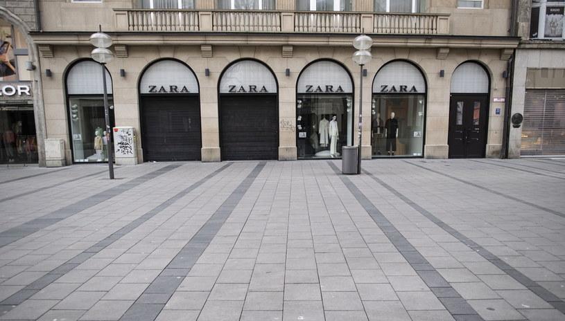 Wyludniony Karlsplatz w Monachium /PAP/EPA