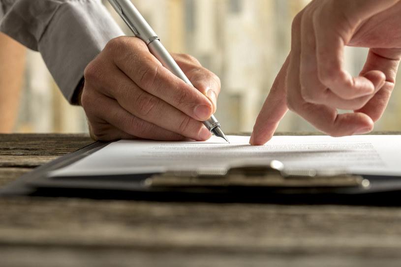 Wyłudzenia kredytów na cudze dokumenty to wciąż wielki problem /123RF/PICSEL