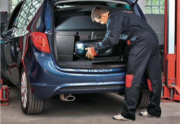 Wymiana butli to dobra okazja, aby na przykład zamontować pojemniejszy zbiornik, który zwiększy zasięg auta na gazie LPG. /Motor