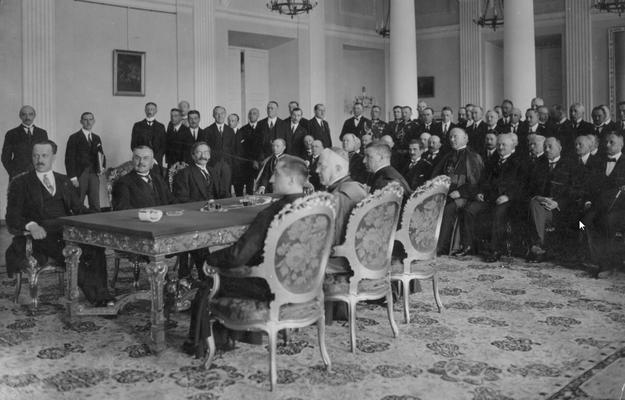 Wymiana dokumentów ratyfikacyjnych konkordatu między Rzeczpospolitą Polską a Stolicą Apostolską podpisanego w Rzymie 10 lutego 1925 roku /Z archiwum Narodowego Archiwum Cyfrowego