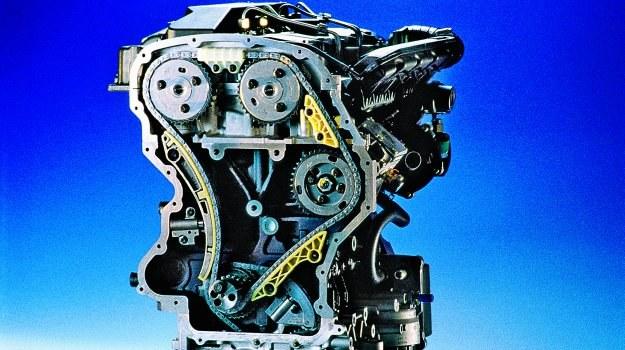 Wymiana łańcucha rozrządu kosztuje zazwyczaj znacznie więcej niż paska. /Motor