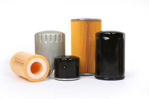 Wymiana oleju jest kompletna tylko w przypadku jednoczesnej zmiany filtra oleju. Nie podnosi to za bardzo kosztów. /Motor