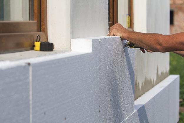 Wymianę ogrzewania trzeba poprzedzić termomodernizacją budynku /©123RF/PICSEL