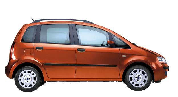 Wymiary – długość: 393 cm, rozstaw osi: 250 cm, szerokość: 170 cm. /Motor