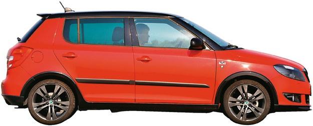 WYMIARY: długość: 400 cm, szerokość: 164 cm, wysokość: 150 cm, rozstaw osi: 245 cm /Motor
