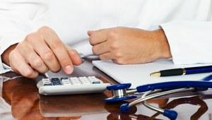 Wynagrodzenia w służbie zdrowia. Ile zarabiają lekarze, a ile pielęgniarki?
