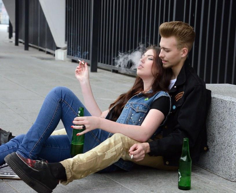 Wyniki corocznego raportu dotyczącego zachowań młodzieży są mało optymistyczne /123RF/PICSEL