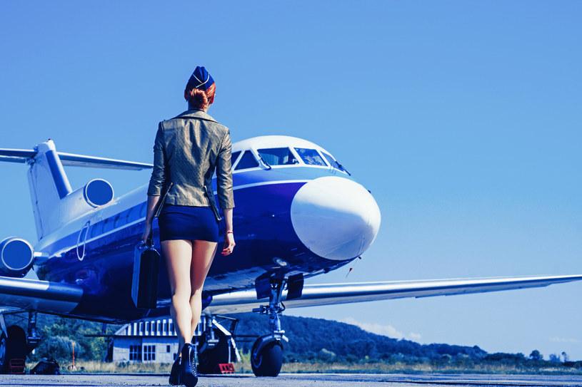 Wyobrażenia o pracy stewardesy często rozmijają się z rzeczywistością /123RF/PICSEL