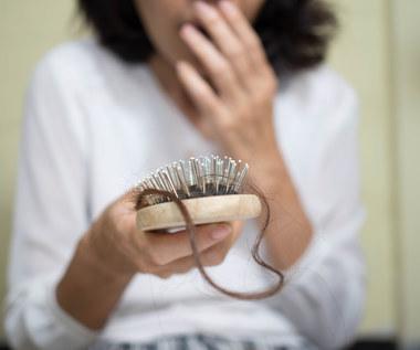 Wypadają ci włosy? Winowajcą może być stres!