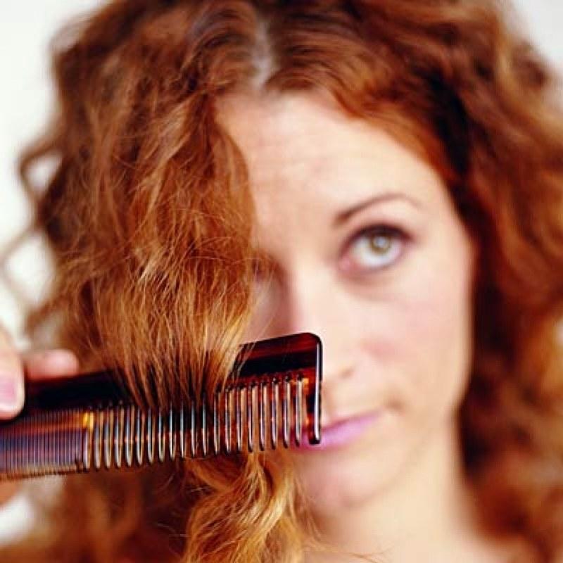 wypadanie włosów /© Photogenica