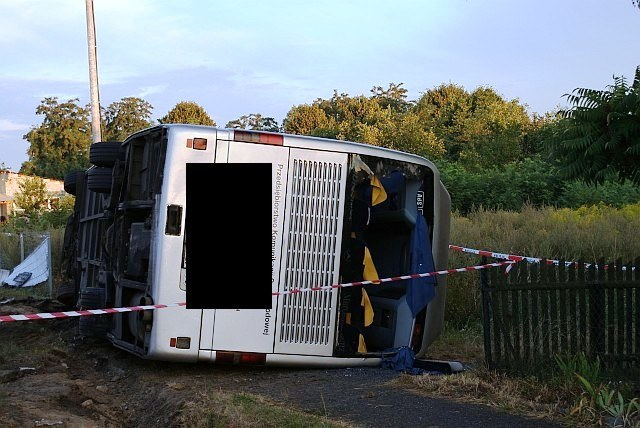 Wypadek autobusu: Jedna osoba nie żyje, 10 jest rannych /Agnieszka Wyderka /RMF FM