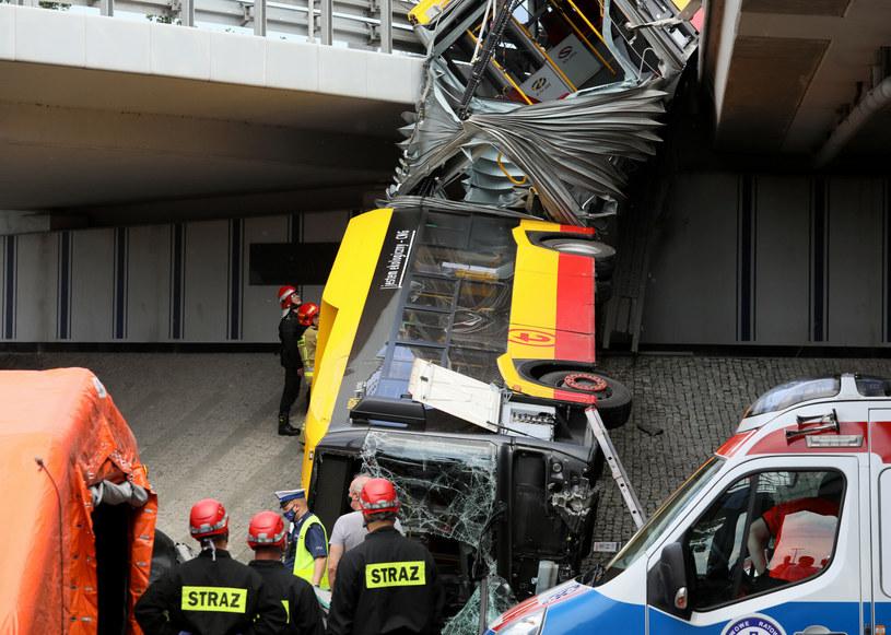 Wypadek autobusu miejskiego na Moście Grota-Roweckiego /Jakub Kaminskii /East News