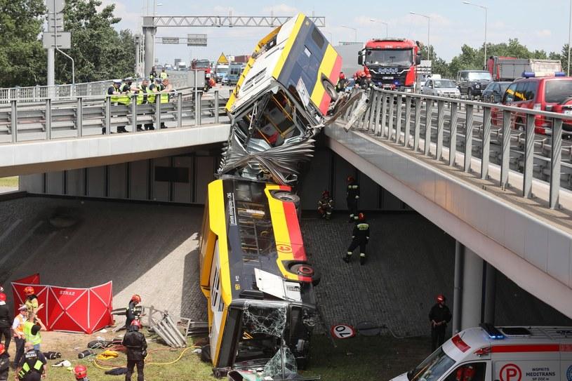 Wypadek autobusu miejskiego na S8 w Warszawie /Paweł Supernak /PAP
