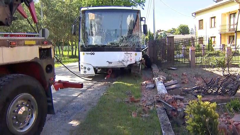 Wypadek autobusu szkolnego w woj. łódzkim /Screen z Polsat News /Polsat News