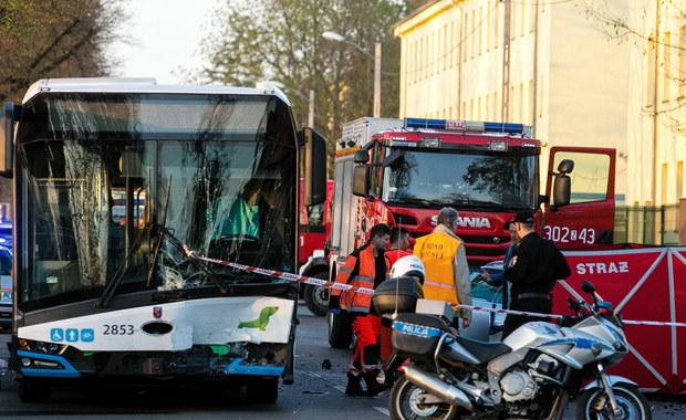 Wypadek autobusu w Szczecinie. 1 osoba nie żyje, wśród rannych są dzieci