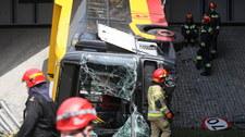 Wypadek autobusu w Warszawie: Kierowca miał roczny staż w firmie. Właśnie kończył zmianę
