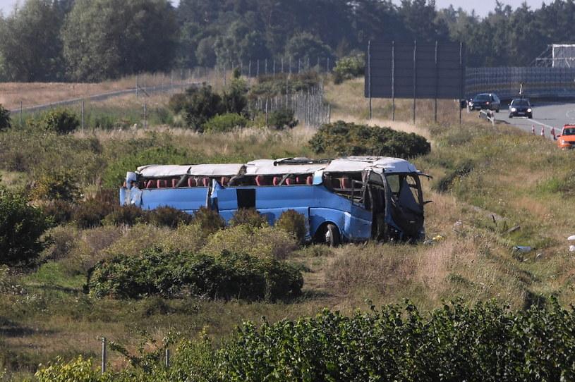 Wypadek autokaru przewożącego dzieci na autostradzie A1 w okolicy miejscowości Stanisławie /Marcin Gadomski /PAP