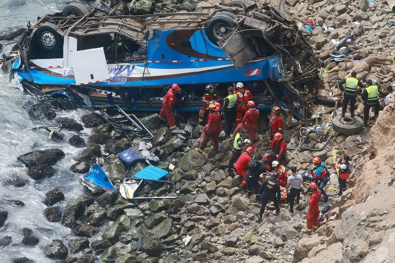 Wypadek autokaru w Peru /Vidal Tarqui/HANDOUT /PAP/EPA